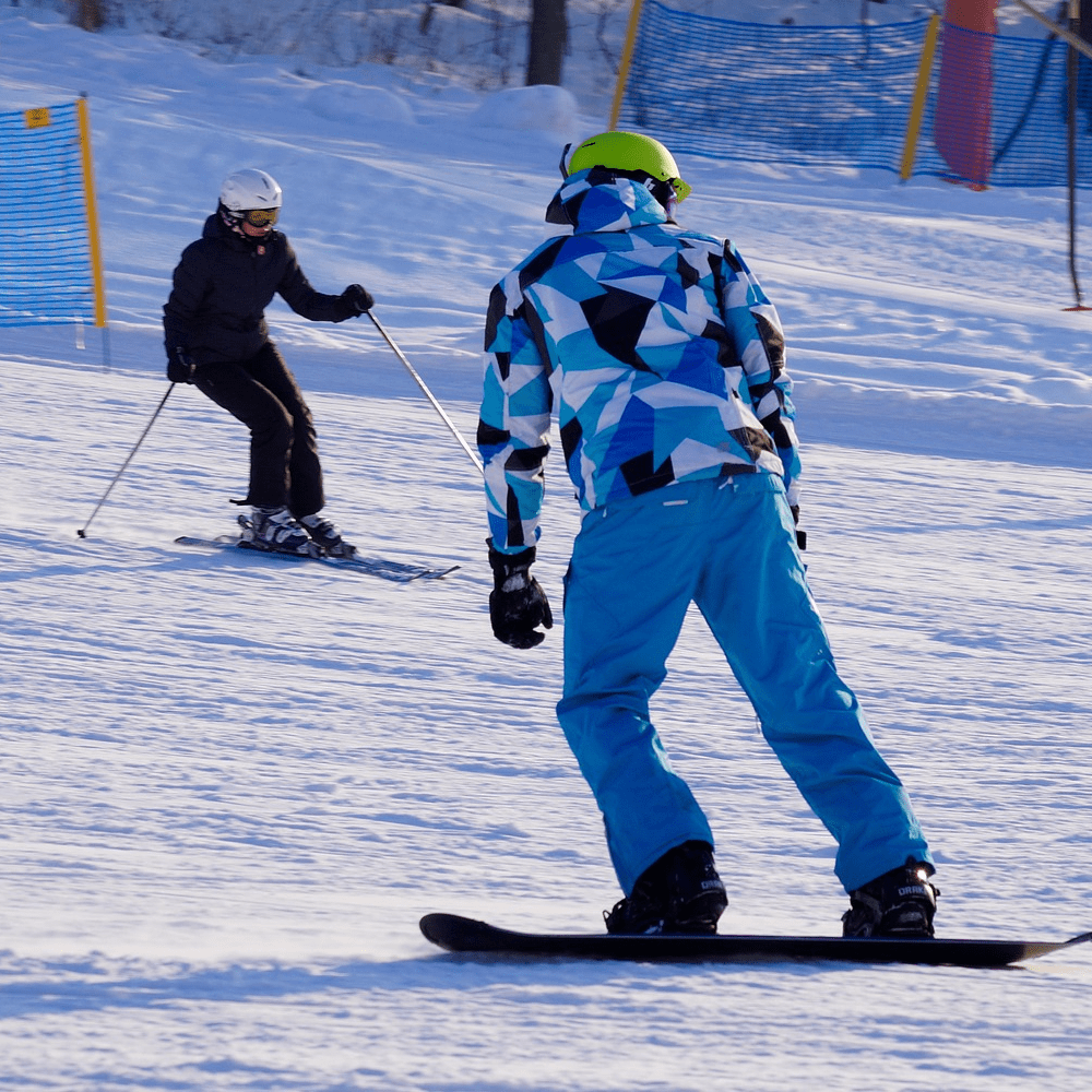 Muscles You Need For The Slopes! Skiers vs Snowboarders