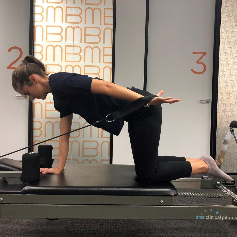 Reformer Vs Mat Pilates –  Four-Point Kneeling Arm Exercise